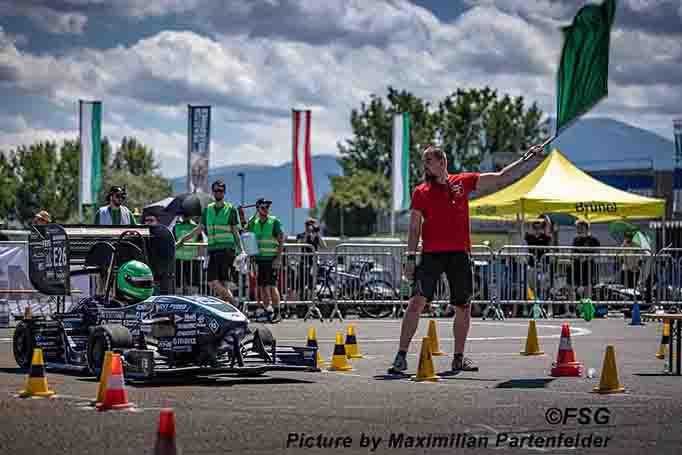 Formula Student Rennwagen des Greenteam am Start bei der Formula Student 2021.